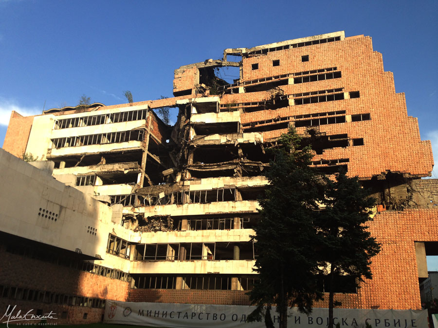 Prédio-Bombardeado-em-Belgrado