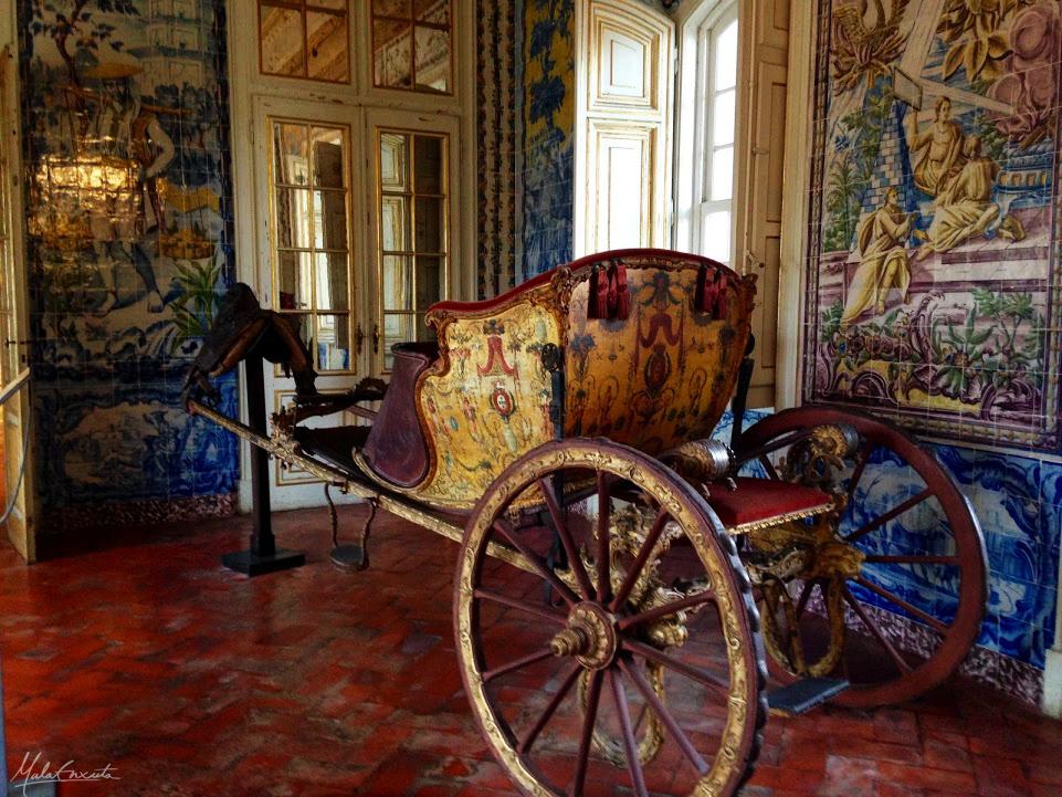 carruagem dentro do palácio de queluz