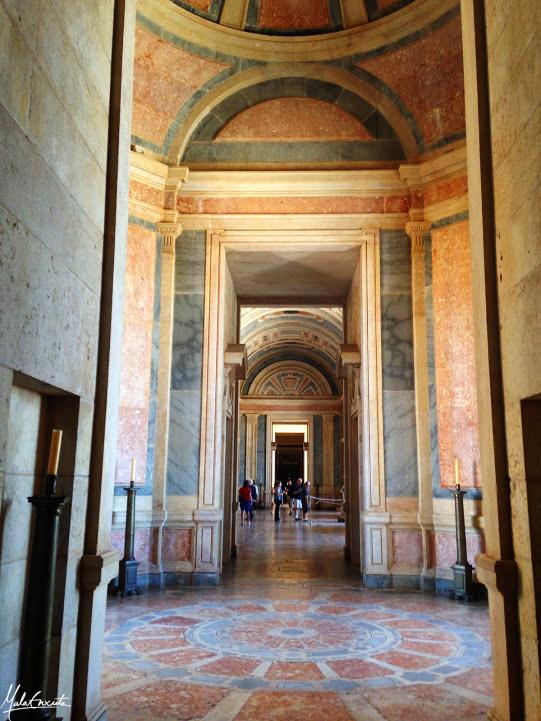 Corredores internos do Palácio de Mafra