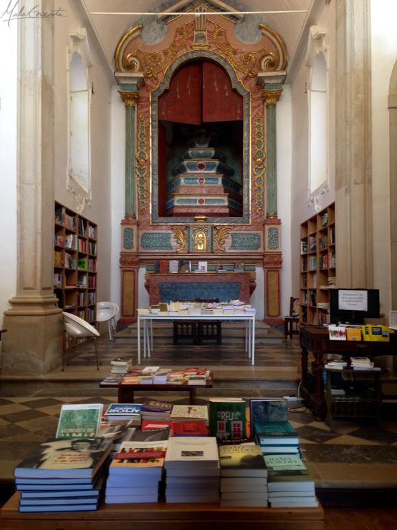 Livraria no inteirior da Igreja de Santiago