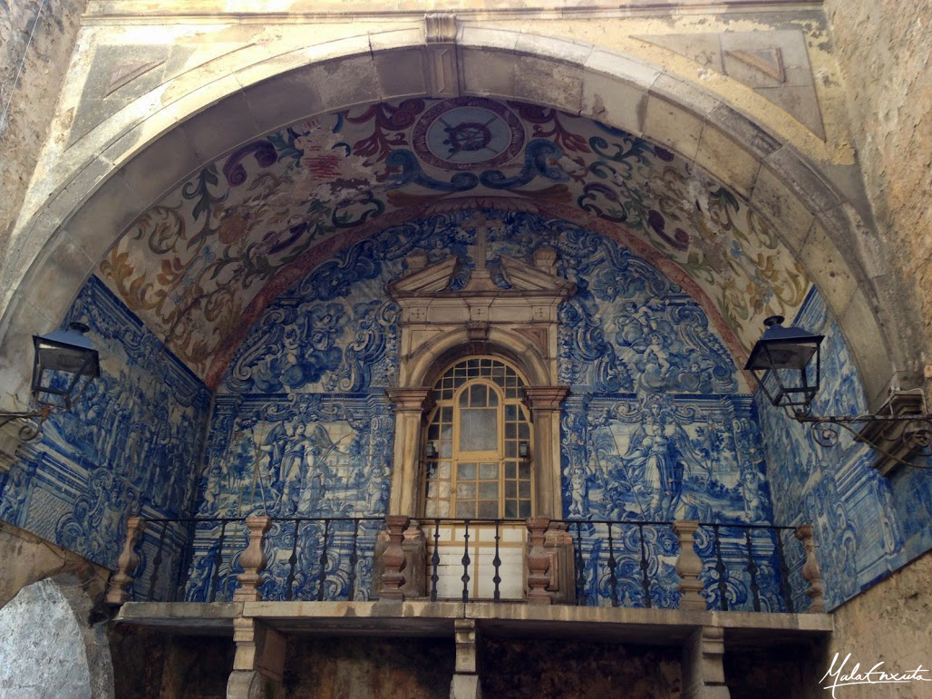 Oratório na Porta da Vila em Óbidos