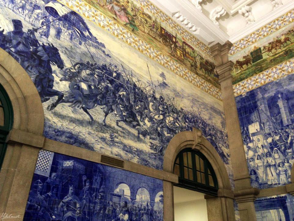 Painéis de azulejos da Estação de Trem São Bento, em Porto