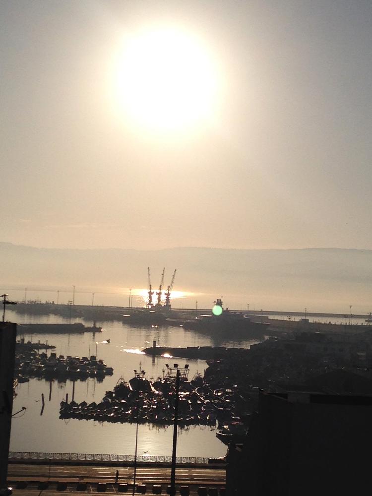entardecer em um dos portos de tanger